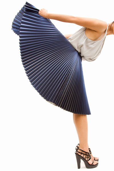 pop_8557_1-Pleated-Lame-Skirt