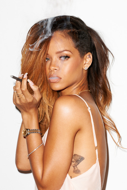 0-00-Rihanna-Behind-the-Scenes-with-Terry-Richardson-for-Rolling-Stone