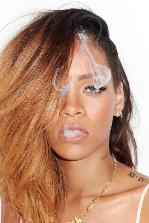 03-Rihanna-Behind-the-Scenes-with-Terry-Richardson-for-Rolling-Stone