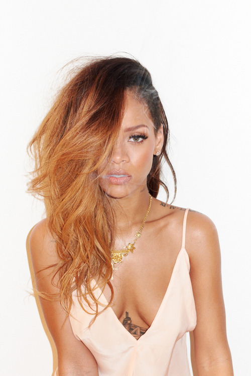 04-Rihanna-Behind-the-Scenes-with-Terry-Richardson-for-Rolling-Stone