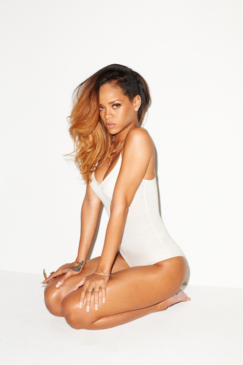 08-Rihanna-Behind-the-Scenes-with-Terry-Richardson-for-Rolling-Stone