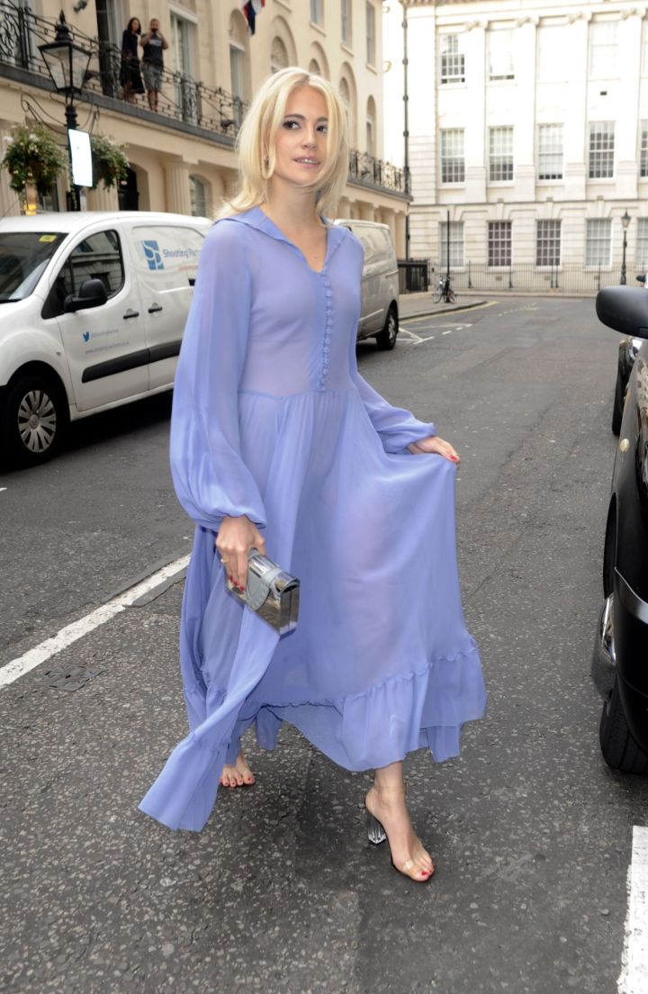 pixie-lott-shows-off-her-eclectic-style-london-7-21-2016-5